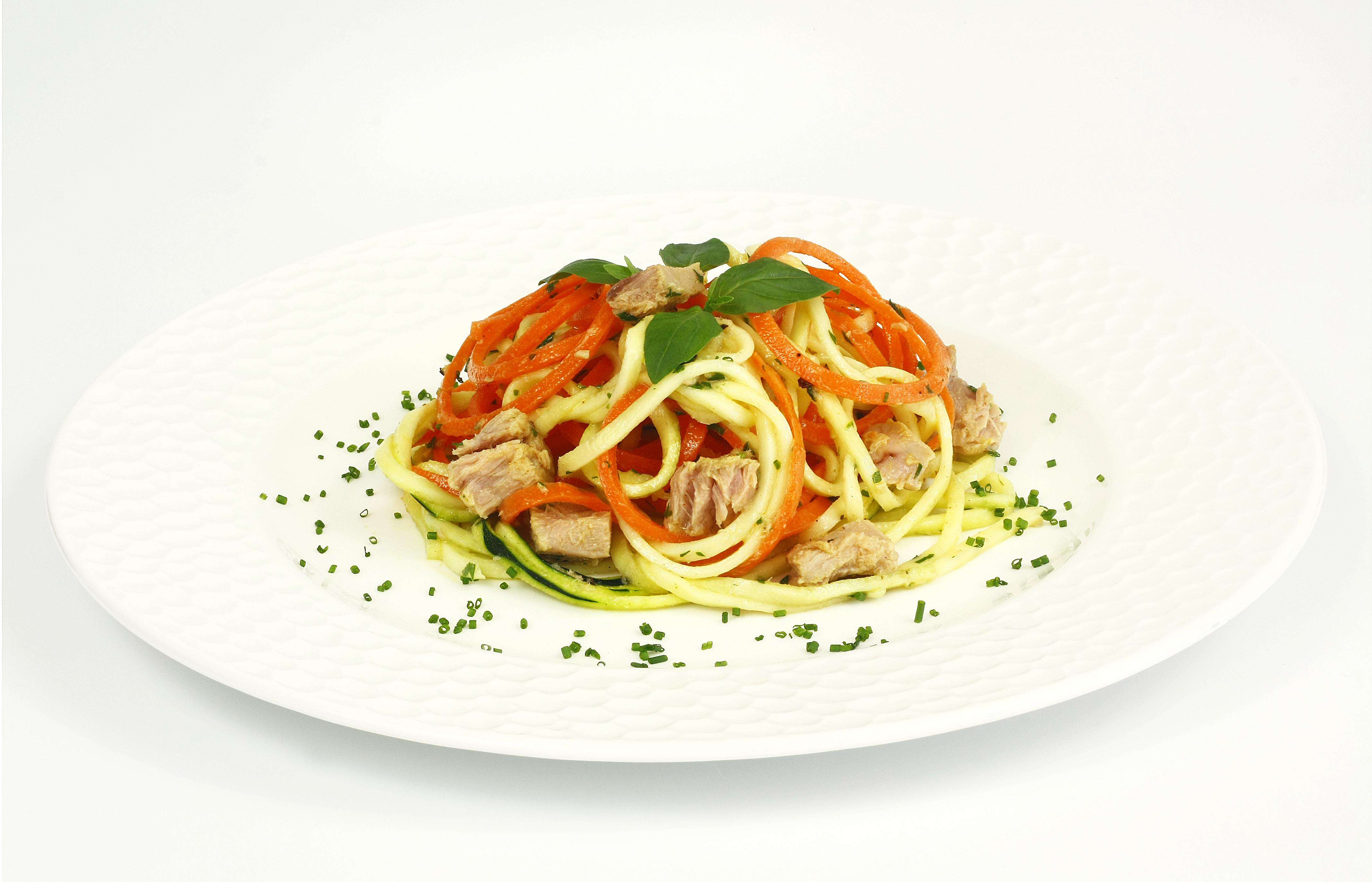 Espirales de zanahoria y calabacín a la vinagreta de mostaza con atún claro Calvo ligero
