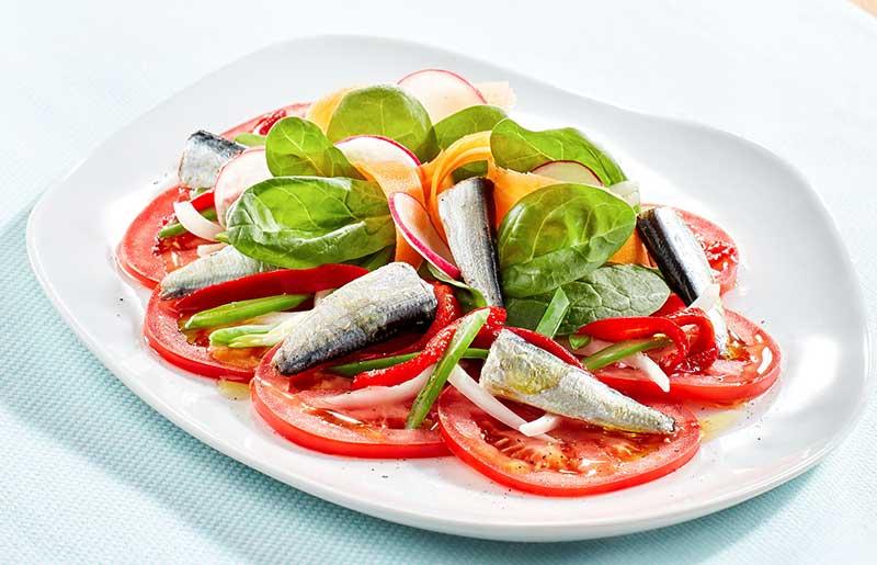 Ensalada de tomate y Sardinillas