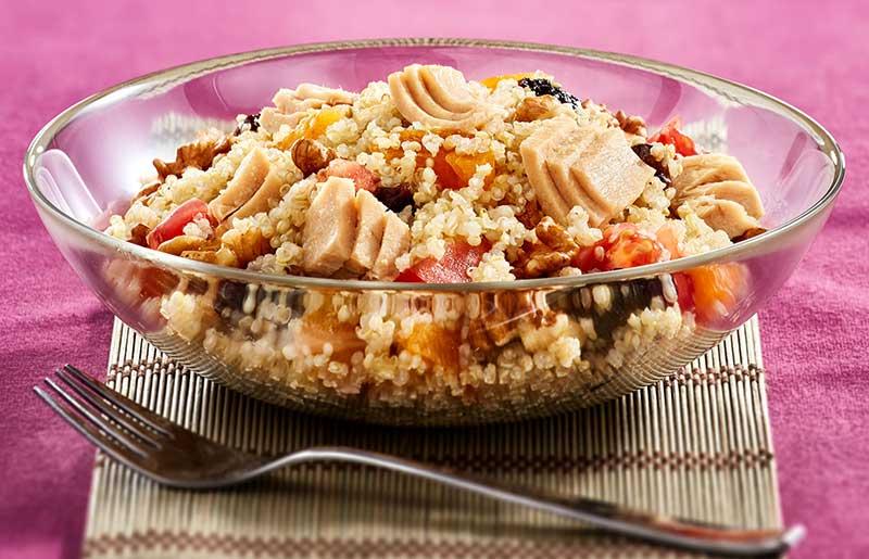 Quinoa con Atún, Ciruelas secas y Tomate
