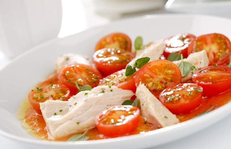 Ensalada de tomatitos y atún